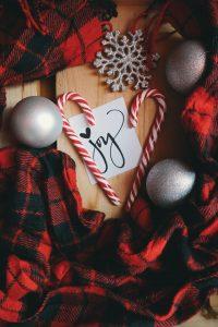 Mettez vos décorations de Noël avec nos astuces